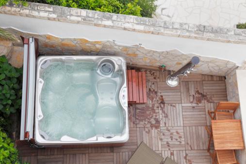 Health Spa「outdoor hot tub with shower in Croatia」:スマホ壁紙(3)