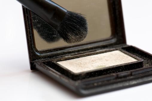 Gloucestershire「Eye makeup highlighter with makeup brush」:スマホ壁紙(7)