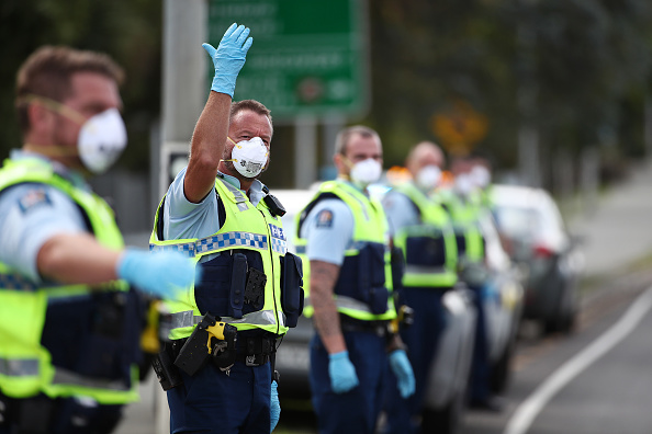 New Zealand「Police Set Up Easter Weekend Checkpoints As New Zealanders Are Told To Stay Home During Coronavirus Lockdown」:写真・画像(19)[壁紙.com]