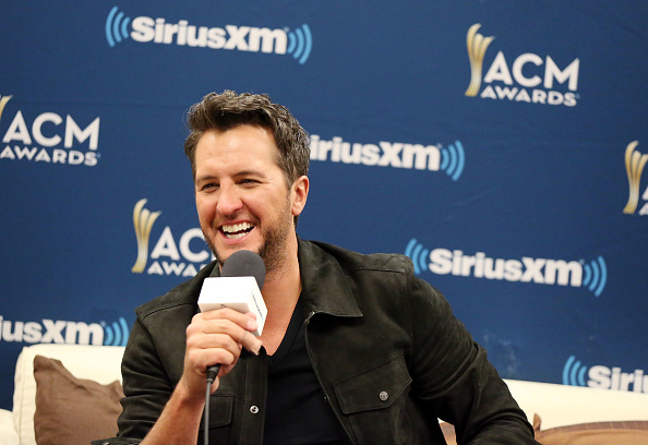 Radio Broadcasting「SiriusXM's The Highway Channel Broadcasts Backstage Leading Up To The Academy of Country Music Awards」:写真・画像(10)[壁紙.com]