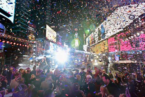New Year「New Year's Eve 2016 In Times Square」:写真・画像(3)[壁紙.com]