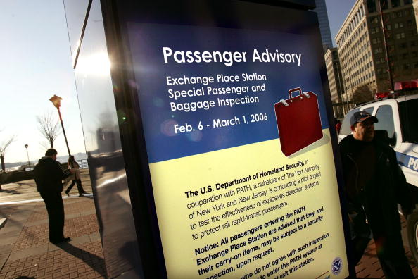 Security Check「DHS Begins Screening Train Passengers For Weapons」:写真・画像(9)[壁紙.com]