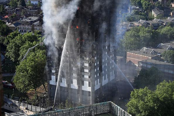 英国 ロンドン「24-Storey Grenfell Tower Block On Fire In West London」:写真・画像(17)[壁紙.com]