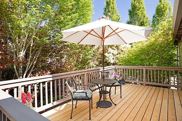 Sunny second floor back deck with breakfast table:スマホ壁紙(壁紙.com)