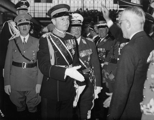 Photography「Prinzregent Paul von Jugoslawien und Adolf Hitler」:写真・画像(3)[壁紙.com]