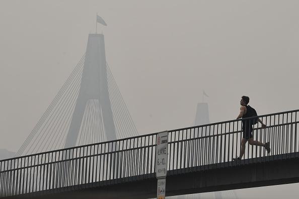 Sydney「Smoke Haze Over Sydney As Fire Danger Risk Heightens」:写真・画像(5)[壁紙.com]