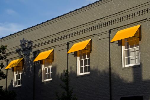 Shadow「Yellow awnings」:スマホ壁紙(7)
