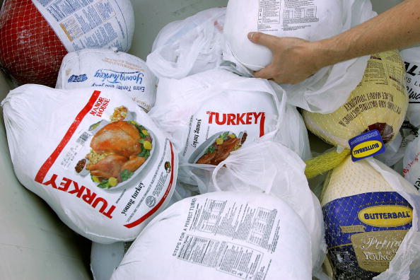 Turkey Meat「Food Bank Hands Out Turkeys Ahead Of Thanksgiving」:写真・画像(0)[壁紙.com]