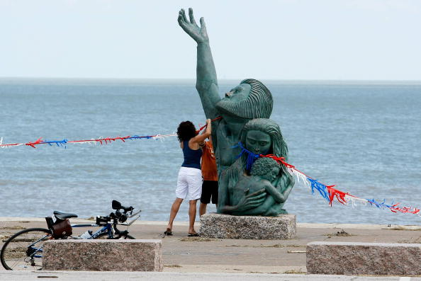 Hurricane Ike「Coastal Texas Faces Heavy Damage After Hurricane Ike」:写真・画像(19)[壁紙.com]