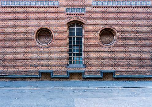 Representing「Brick facade resembling a human face」:スマホ壁紙(1)