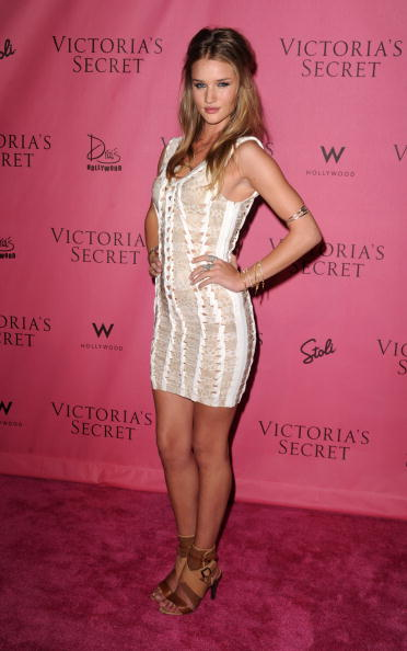 """Rosie Huntington-Whiteley「5th Annual """"What Is Sexy?"""" List: Bombshell Edition Pink Carpet Event」:写真・画像(11)[壁紙.com]"""