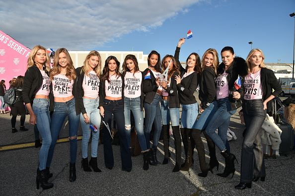 Lais Ribeiro「Victoria's Secret Models Depart For Paris For 2016 Victoria's Secret Fashion Show」:写真・画像(0)[壁紙.com]