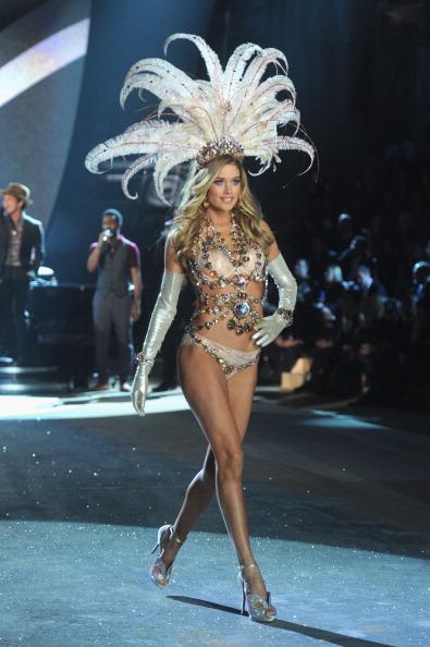 Metallic Shoe「2012 Victoria's Secret Fashion Show - Runway」:写真・画像(10)[壁紙.com]