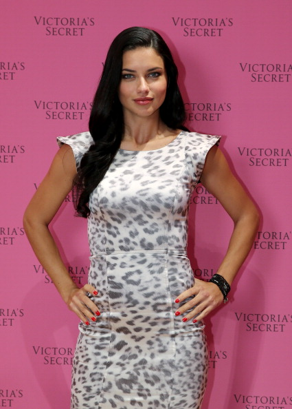 Victoria's Secret Fantasy Bra「Adriana Lima Showcases  The 'Victoria's Secret Fantasy Bra' In Dubai」:写真・画像(8)[壁紙.com]