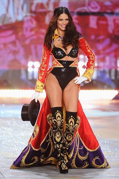 Black Hat「2012 Victoria's Secret Fashion Show - Runway」:写真・画像(5)[壁紙.com]