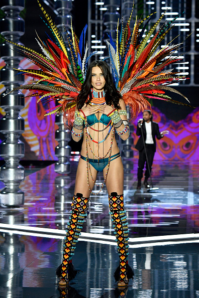 Adriana Lima「2017 Victoria's Secret Fashion Show In Shanghai - Show」:写真・画像(5)[壁紙.com]