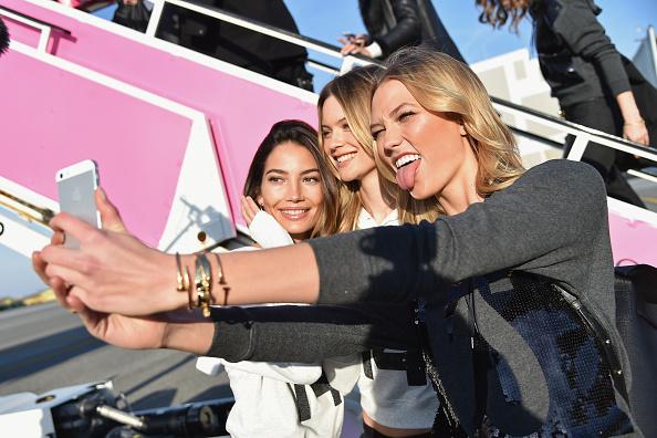 Kennedy Airport「Victoria's Secret Models Depart For London For 2014 Victoria's Secret Fashion Show」:写真・画像(6)[壁紙.com]