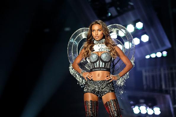 Black Shorts「2017 Victoria's Secret Fashion Show In Shanghai - Show」:写真・画像(10)[壁紙.com]
