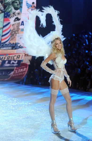 White Glove「2012 Victoria's Secret Fashion Show - Runway」:写真・画像(9)[壁紙.com]