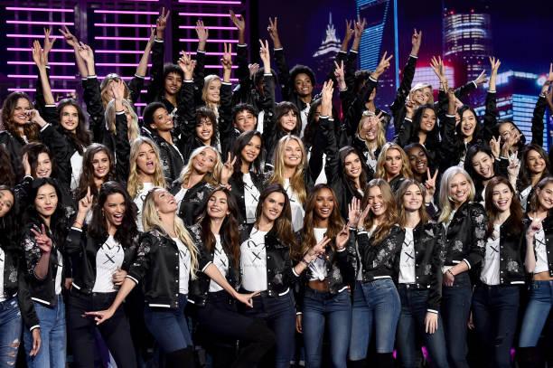 Candice Swanepoel「Victoria's Secret Fashion Show 2017 - All Model Appearance At Mercedes-Benz Arena」:写真・画像(1)[壁紙.com]