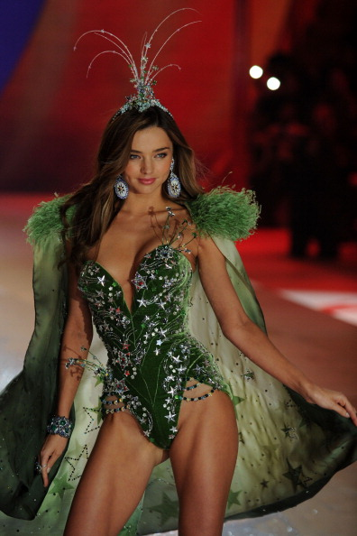 ミランダ・カー「Victoria's Secret 2012 Fashion Show Runway - Show」:写真・画像(16)[壁紙.com]