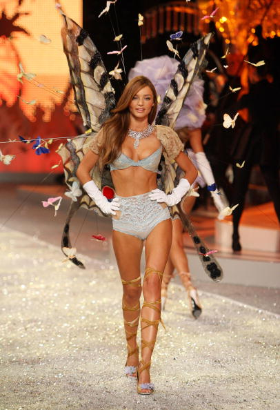 Miranda Kerr「2008 Victoria's Secret Fashion Show - Runway」:写真・画像(7)[壁紙.com]