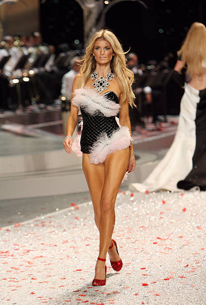 2008 Victoria's Secret Fashion Show - Runway:ニュース(壁紙.com)