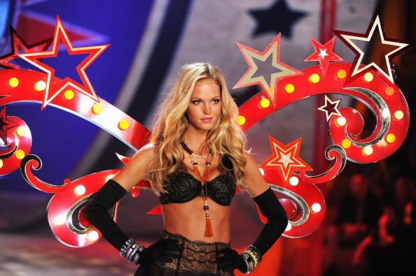 Erin Heatherton「2012 Victoria's Secret Fashion Show - Runway」:写真・画像(17)[壁紙.com]
