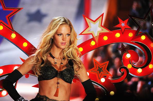 Erin Heatherton「2012 Victoria's Secret Fashion Show - Runway」:写真・画像(18)[壁紙.com]