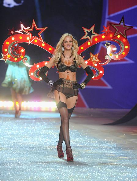 Stockings「2012 Victoria's Secret Fashion Show - Runway」:写真・画像(14)[壁紙.com]