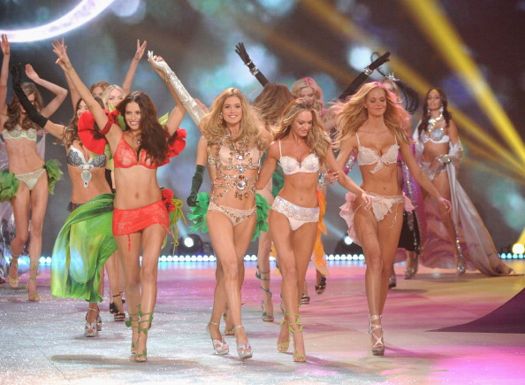 Erin Heatherton「2012 Victoria's Secret Fashion Show - Runway」:写真・画像(10)[壁紙.com]