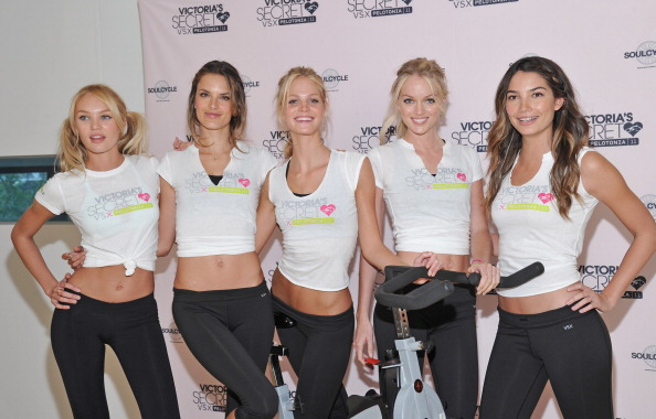 Erin Heatherton「Victoria's Secret Angels Visit SoulCycle」:写真・画像(7)[壁紙.com]