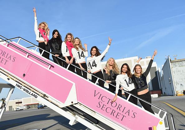 Kennedy Airport「Victoria's Secret Models Depart For London For 2014 Victoria's Secret Fashion Show」:写真・画像(10)[壁紙.com]