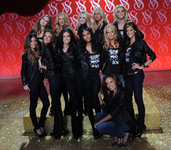Rosie Huntington-Whiteley「The Victoria's Secret Fashion Show Preview」:写真・画像(2)[壁紙.com]