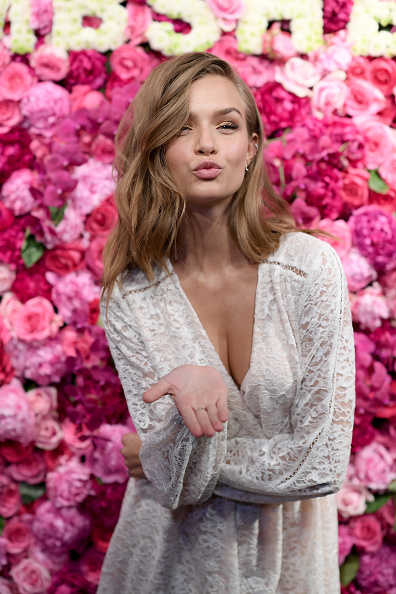 ヴィクトリアズ・シークレット「Victoria's Secret Angels Josephine Skriver And Stella Maxwell Celebrate The Bombshell Fragrance」:写真・画像(19)[壁紙.com]