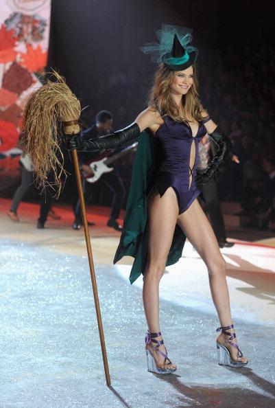 Purple Shoe「2012 Victoria's Secret Fashion Show - Runway」:写真・画像(7)[壁紙.com]