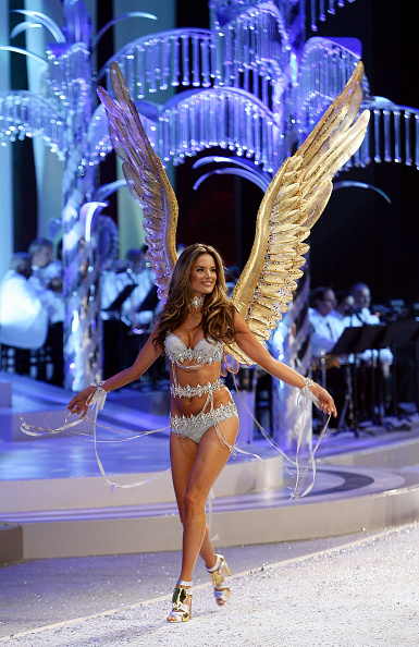 Victoria's Secret Fantasy Bra「2008 Victoria's Secret Fashion Show - Runway」:写真・画像(14)[壁紙.com]