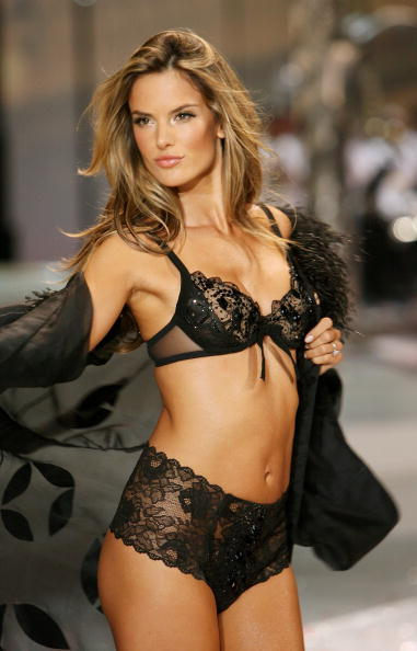 Victoria's Secret Fantasy Bra「2008 Victoria's Secret Fashion Show - Runway」:写真・画像(17)[壁紙.com]
