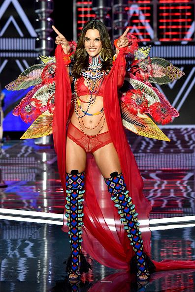 Alessandra Ambrosio「2017 Victoria's Secret Fashion Show In Shanghai - Show」:写真・画像(17)[壁紙.com]
