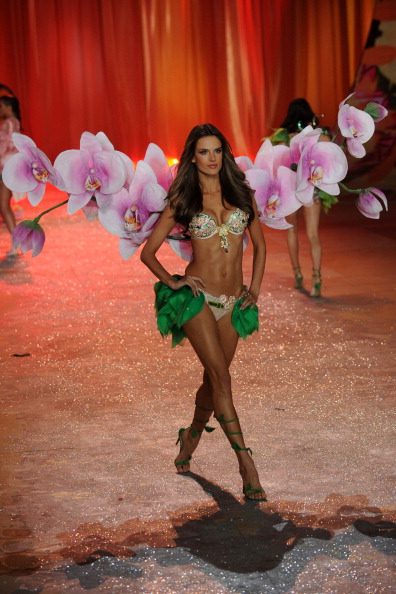Frangipani「Victoria's Secret 2012 Fashion Show Runway - Show」:写真・画像(17)[壁紙.com]