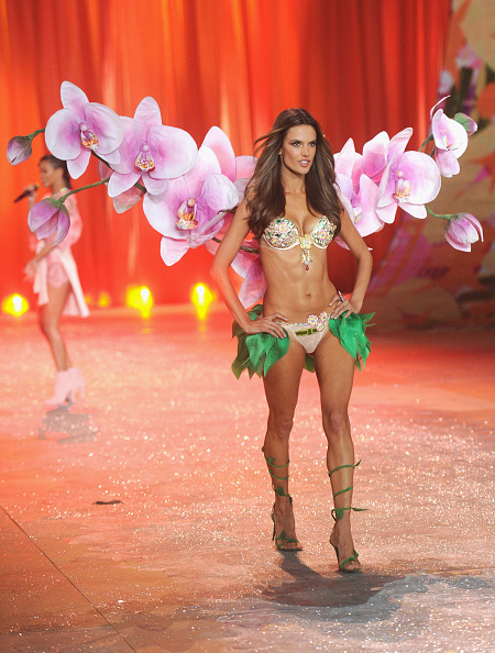 Frangipani「2012 Victoria's Secret Fashion Show - Runway」:写真・画像(4)[壁紙.com]