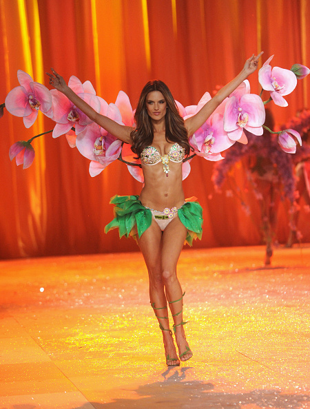 Frangipani「2012 Victoria's Secret Fashion Show - Runway」:写真・画像(5)[壁紙.com]