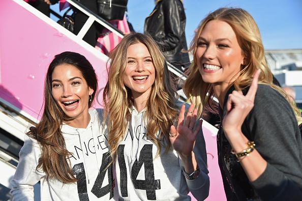 Kennedy Airport「Victoria's Secret Models Depart For London For 2014 Victoria's Secret Fashion Show」:写真・画像(12)[壁紙.com]