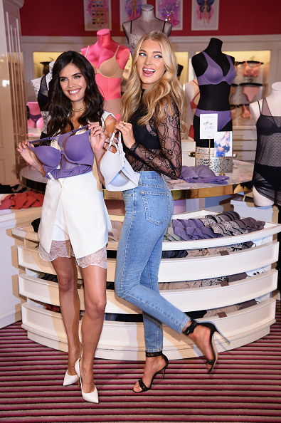 ヴィクトリアズ・シークレット「Victoria's Secret Angels Elsa Hosk And Sara Sampaio Celebrate The Victoria's Secret T-Shirt Bra」:写真・画像(11)[壁紙.com]