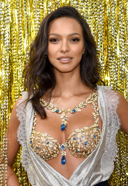 Victoria's Secret Fantasy Bra「Victoria's Secret Angel Lais Ribeiro Reveals The $2 Million 2017 Champagne Nights Fantasy Bra」:写真・画像(8)[壁紙.com]