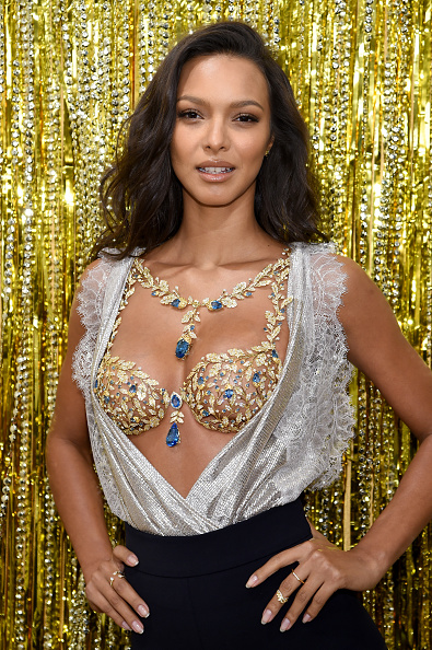 Victoria's Secret Fantasy Bra「Victoria's Secret Angel Lais Ribeiro Reveals The $2 Million 2017 Champagne Nights Fantasy Bra」:写真・画像(5)[壁紙.com]