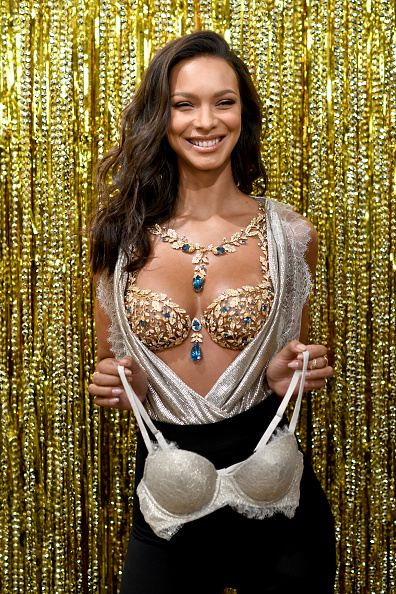 Victoria's Secret Fantasy Bra「Victoria's Secret Angel Lais Ribeiro Reveals The $2 Million 2017 Champagne Nights Fantasy Bra」:写真・画像(4)[壁紙.com]