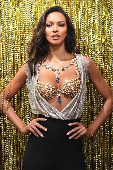 Lais Ribeiro「Victoria's Secret Angel Lais Ribeiro Reveals The $2 Million 2017 Champagne Nights Fantasy Bra」:写真・画像(14)[壁紙.com]