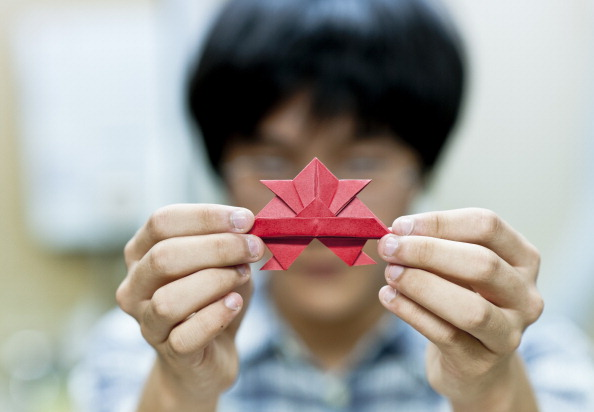 Origami「Tiny Origami Artist」:写真・画像(0)[壁紙.com]