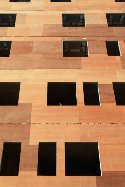 Insulation instalment on building, Barking, Essex, UK:ニュース(壁紙.com)